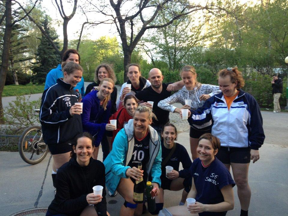 UAB Damen 2 Feiern Cupsieg